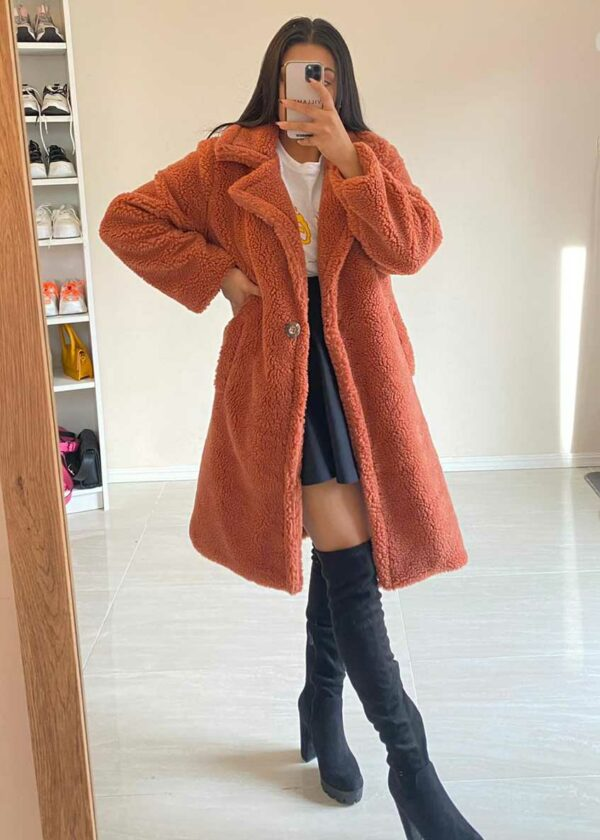 Oversized fluffy coat/Koraal