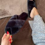 Ashley/Black - Fluffy slides